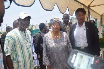 Minister Addy on a tour with H.E. Madam Johnson-Sirleaf at the Liberia Market Place